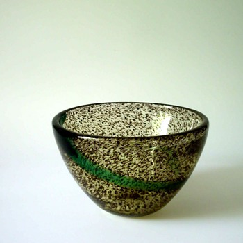 Gunnar Ander Bowl for Lindshammar in the Cascade Series - Art Glass