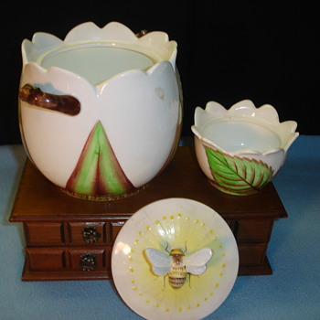 Bumble Bee Cookie Jar - Kitchen