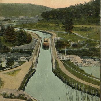 Vintage Postcard of the Delaware and Hudson Locks