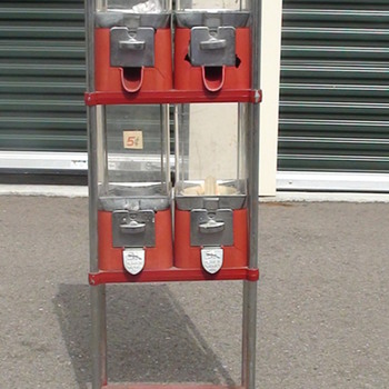 BEAVER CANDY MACHINE - Coin Operated