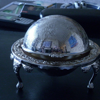 Silver Plated 3 legged Globe Butterdish*
