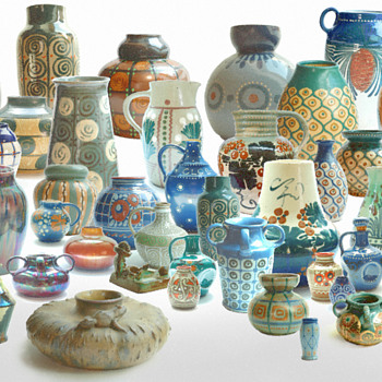 familly group picture of my elchinger collection-) - Art Pottery