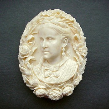 Fabulous Civil War cameo of stately older women - Victorian Era