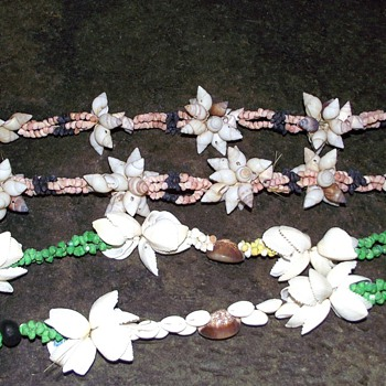1973-sea shells from suva in fiji.--necklaces. - Costume Jewelry