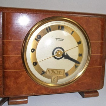 "Hammond Day and Date Calendar Clock, ""Tripoli"", 1938 - Art Deco"