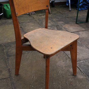 MID CENTURY BEECH/PLY SCHOOL STACKING CHAIR
