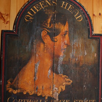 Queen's Head Sign