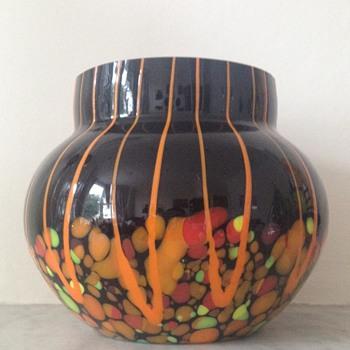 Kralik lines and spots urn