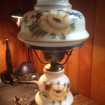 I need help identifying a Vintage Lamp Yellow Rose Design L & L 8480 For Base
