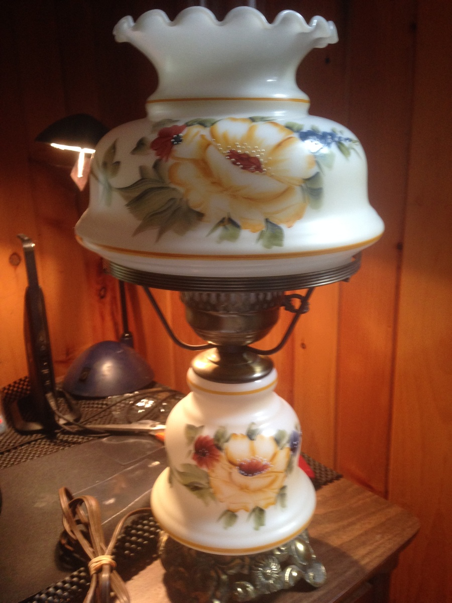 I Need Help Identifying A Vintage Lamp Yellow Rose Design