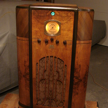 RCA model C8 16 console radio  1936