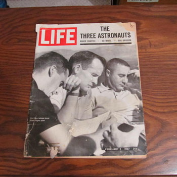 LIFE MAGAZINE - THE THREE ASTRONAUTS - Paper
