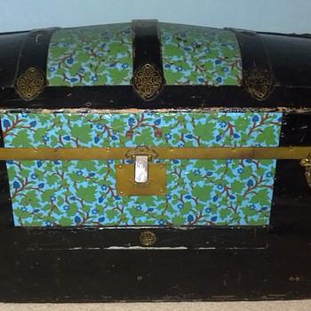 Round top trunk
