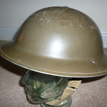 British WW11 combat helmet. - Military and Wartime