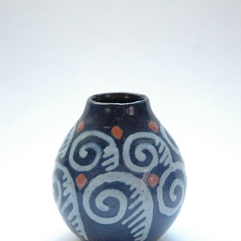 a baby elchinger-)   - Art Pottery