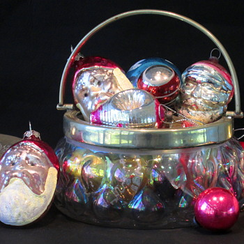 Harrach Iris glatt Basket - MERRY CHRISTMAS EVERYONE  - Art Glass