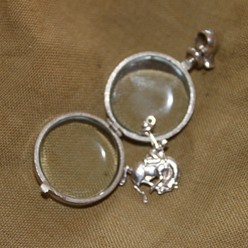 Floating charm with glass locket (thanks walksoftly for info) - Fine Jewelry