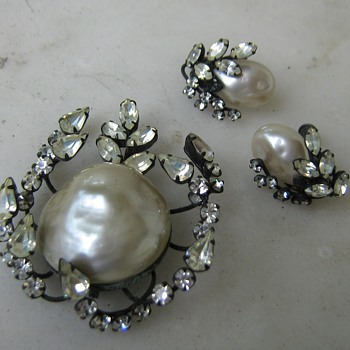 1960's rhinestone plastic pearl Vendome set - Costume Jewelry