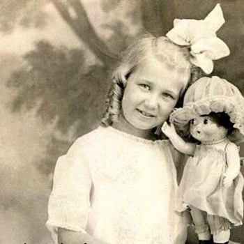 CUTE GIRL AND HER BIG DOLL.  WHAT KIND IS IT?  c.1915 - Photographs