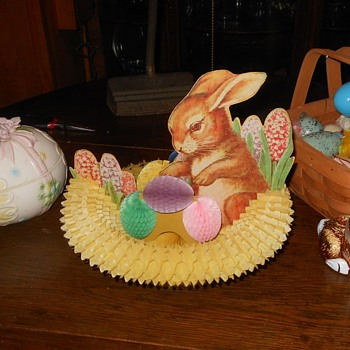 Vintage Fold Out Easter Centerpiece
