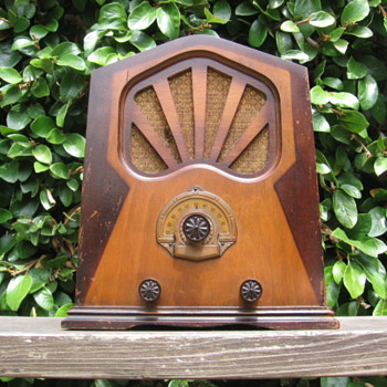 Rare Princess Pat Mini Cathedral / Tombstone Tube Radio 1932 - Radios