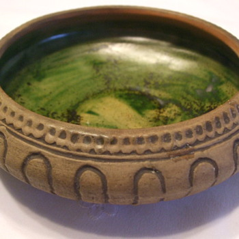 Is This an American Art Pottery Bowl? - Pottery