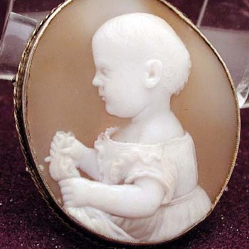 So cute early Victorian cameo of a baby boy or girl
