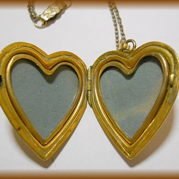 Another Locket -- HEART Vintage