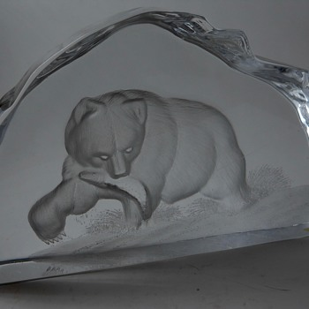 "Mats Jonasson""Grizzly Bear"" Circa 20 Century - Art Glass"