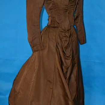 Majestic 1880's Victorian bustle back dress!
