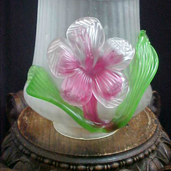 Kralik ~ Hibiscus ~ Floriform Art Glass Shade