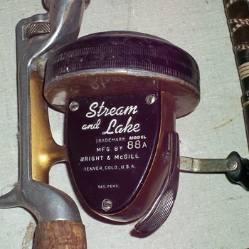 VINTAGE FISHING REEL - Fishing