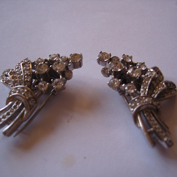 Stunning Art Deco Paste Stone Clips - Costume Jewelry