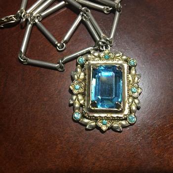 Vintage necklace Coro??
