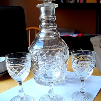 heavy glass decanter with 3 small sherry glasses?