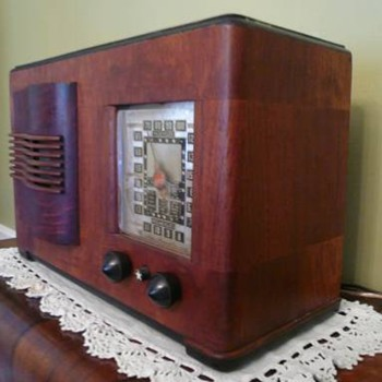 Ingraham Emerson Tube Radio