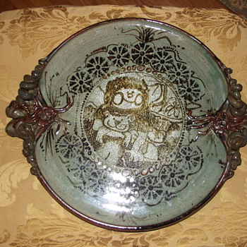 Help!Does anyone recognize this artist or signature? Stoneware pottery platter  - Art Pottery
