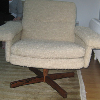 Matching Chair - Tell me what you know!