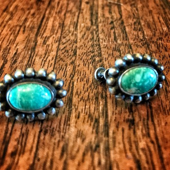 Beautiful vintage greenish turquoise screwback earrings