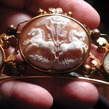 Psyche and Eros with horses of peace cameo - Victorian Era