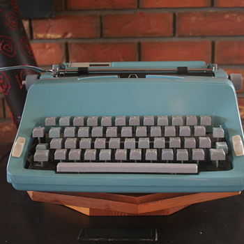 1965 Commodore 2200 Portable typewriter - Office