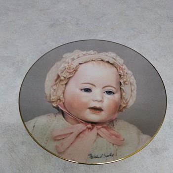 THE DOLL COMPANY CHINA PLATE LORI 1982 - China and Dinnerware