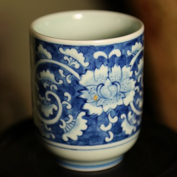 a pretty little cup w/ a gold repair - imitation kintsugi? - Asian