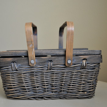 Old woven basket that I just couldn't say no to. - Sewing