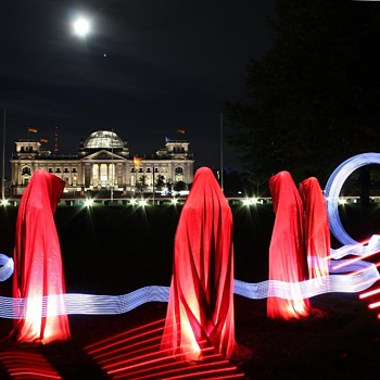 Time guards - light art sculpture by Manfred Kielnhofer
