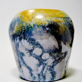 "ARABIA - FINLAND /LUSTER GLAZE "" SMALL VASE""  DATES :1932-1949 - Art Pottery"