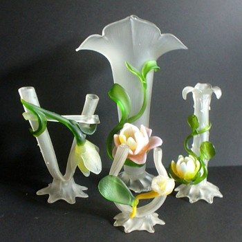 "A KRALIK ""BAROQUE"" SPRING. - Art Glass"