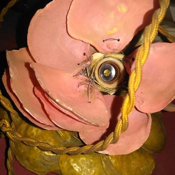 A delicate little flower lamp