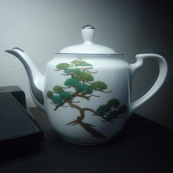 TEA POT BY KOSHIDE JAOERIEES WEIR. - China and Dinnerware