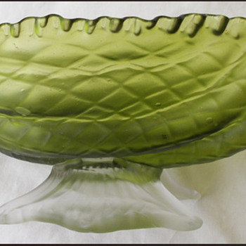 BIG KRALIK SHELL BOWL - Art Glass